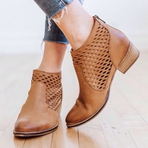 [Seychelles] Camel Perforated Leather Ankle Boots